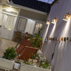 Azafran consuegra patio de noche